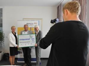 Bildunterschrift: Von links nach rechts Prof. Dr. Eva Quante-Brandt, Peter Weber (IMPULS Deutschland gGmbH Geschäftsführer ) und Silke Janssen (Firma DEICHMANN).